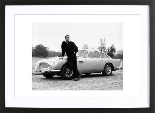 Sean Connery in Goldfinger, 1964 - Affiche sous cadre en bois
