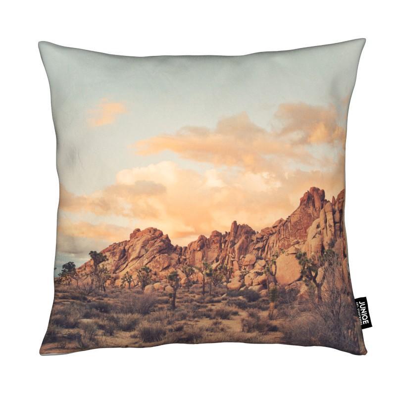 Déserts, Montagnes, Couchers de soleil, Winter in the Desert No.2 coussin