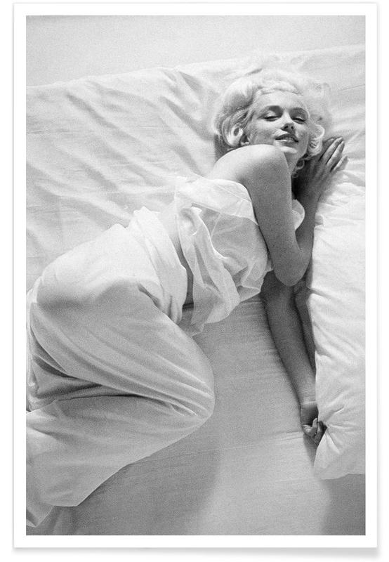 Marilyn Monroe, Noir & blanc, Vintage, Marilyn Monroe au lit - Photographie affiche