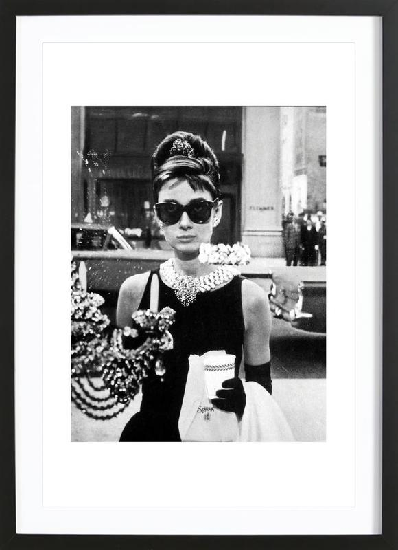 Audrey Hepburn in Breakfast at Tiffany's, 1961 -Bild mit Holzrahmen