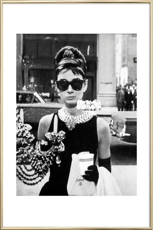 Audrey Hepburn in Breakfast at Tiffany's, 1961 affiche sous cadre en aluminium