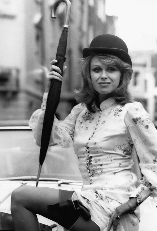 Joanna Lumley as the new 'Avengers' girl Impression sur alu-Dibond