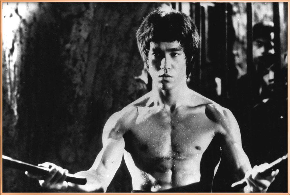 Bruce Lee in 'Enter The Dragon' Poster in Aluminium Frame