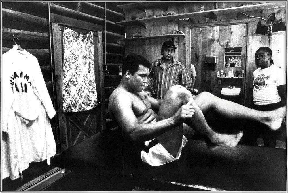 Muhammad Ali Exercising affiche sous cadre en aluminium