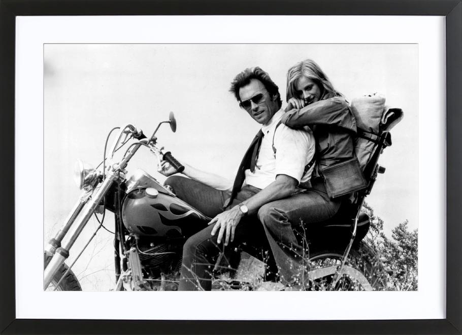 Clint Eastwood & Sondra Locke in 'The Gauntlet' Framed Print