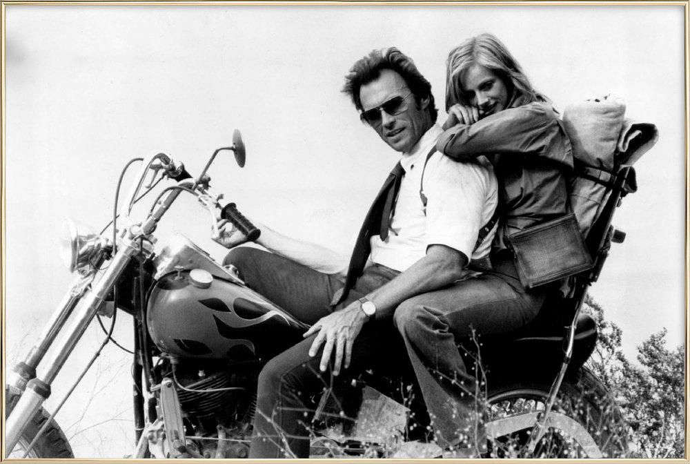 Clint Eastwood & Sondra Locke in 'The Gauntlet' affiche sous cadre en aluminium