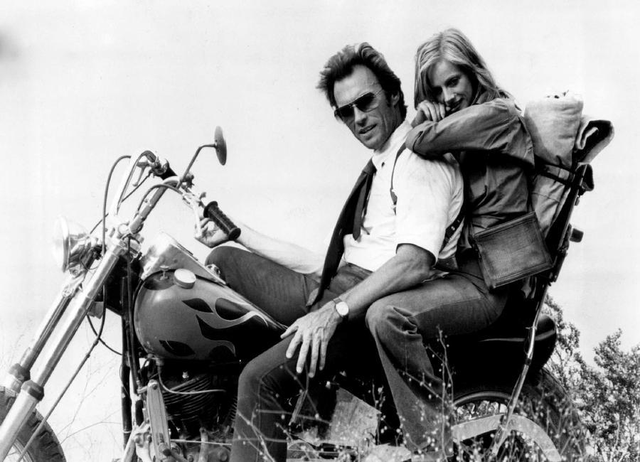 Clint Eastwood & Sondra Locke in 'The Gauntlet' Canvas Print