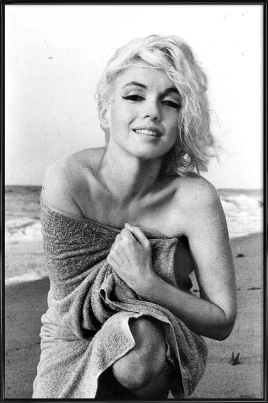 Marilyn Monroe on the sea shore -Bild mit Kunststoffrahmen