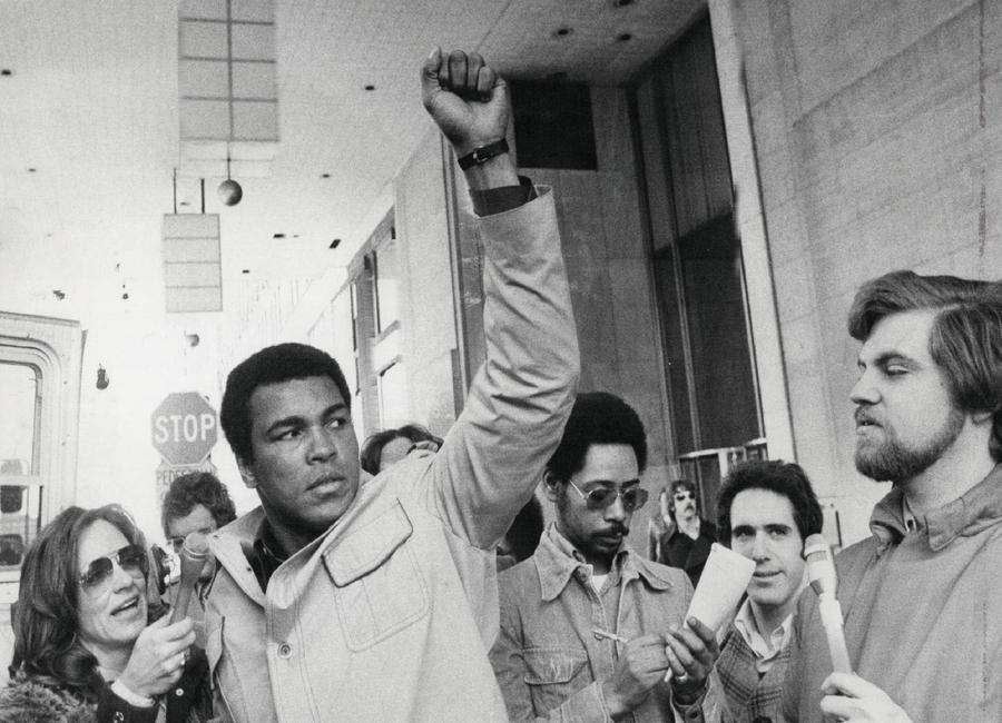 Muhammad Ali raises his Fist toile
