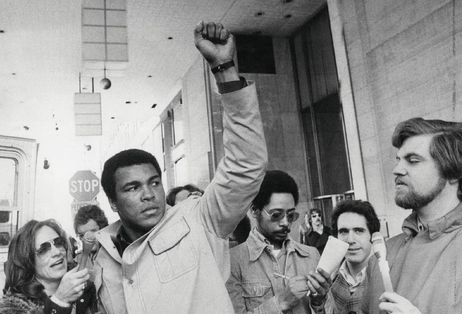Muhammad Ali raises his Fist alu dibond