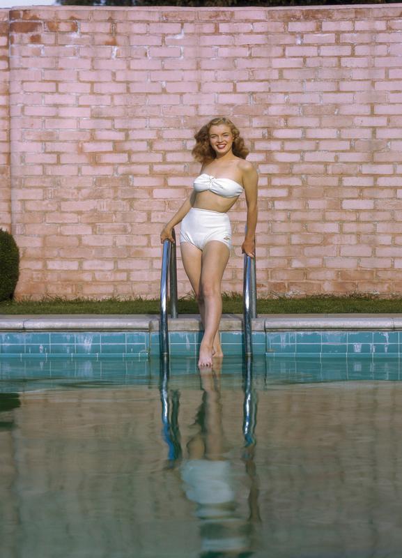Young Marilyn Monroe Poolside I toile