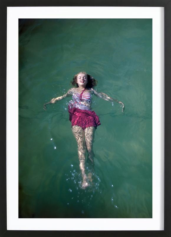 Young Marilyn Monroe in the Sea -Bild mit Holzrahmen