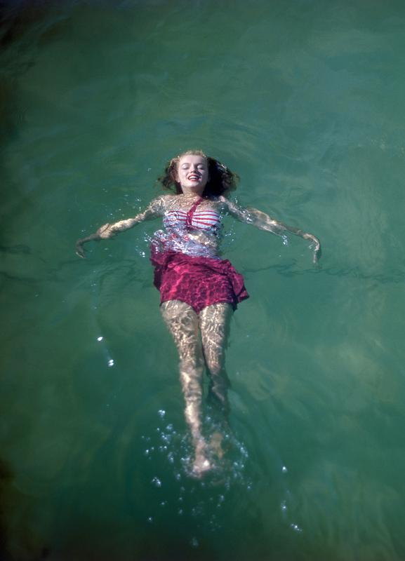 Young Marilyn Monroe in the Sea -Leinwandbild