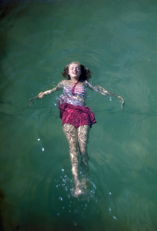 Young Marilyn Monroe in the Sea -Acrylglasbild
