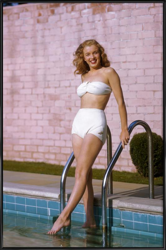 Young Marilyn Monroe Poolside II affiche encadrée