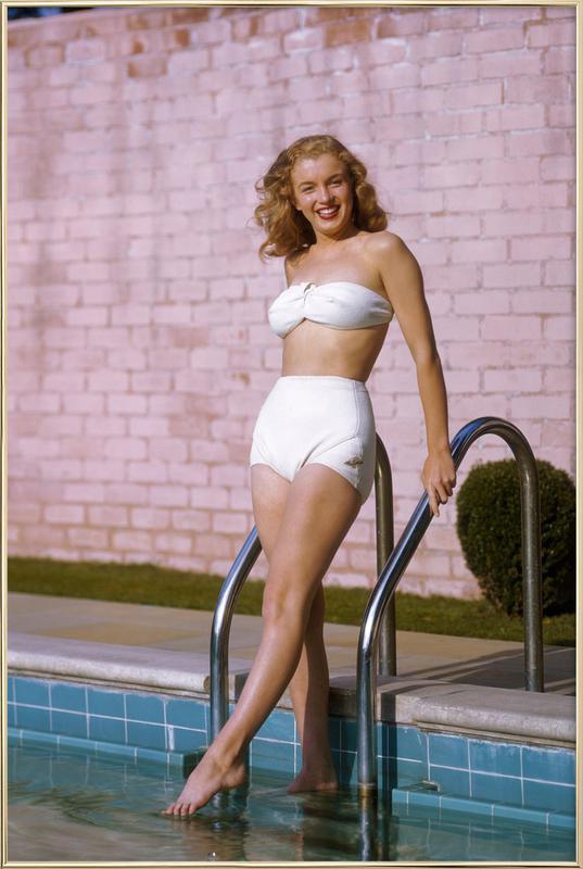 Young Marilyn Monroe Poolside II affiche sous cadre en aluminium
