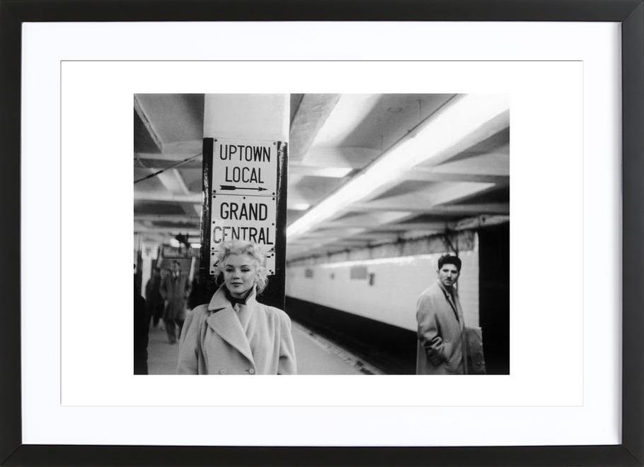 Marilyn Monroe at Grand Central Station, New York 1955 affiche sous cadre en bois