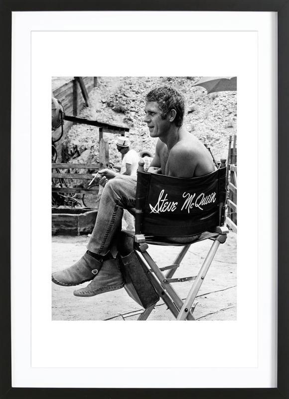 Steve McQueen taking a break, 1966 ingelijste print