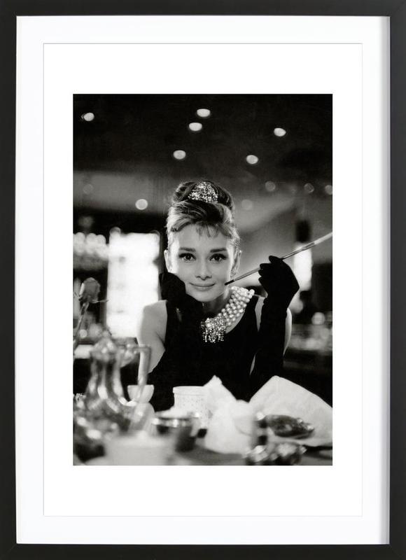 Audrey Hepburn in Breakfast at Tiffany's, 1961 -Bild mit Holzrahmen