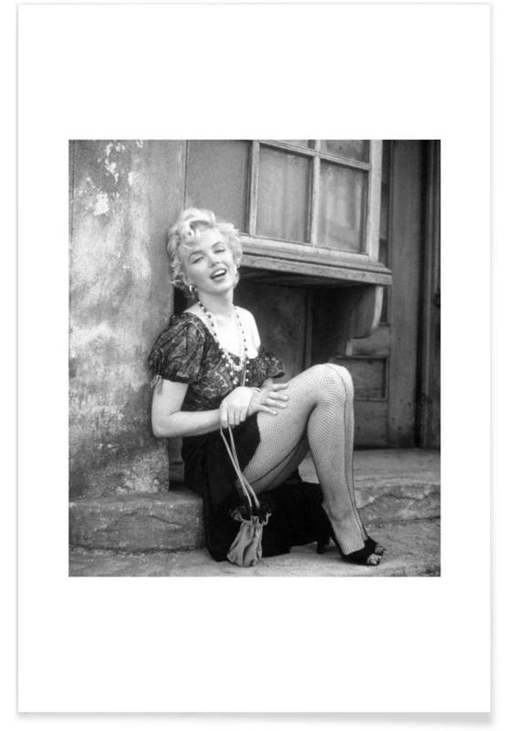 Marilyn Monroe, Noir & blanc, Marilyn Monroe à l'arrêt de bus - Photographie affiche