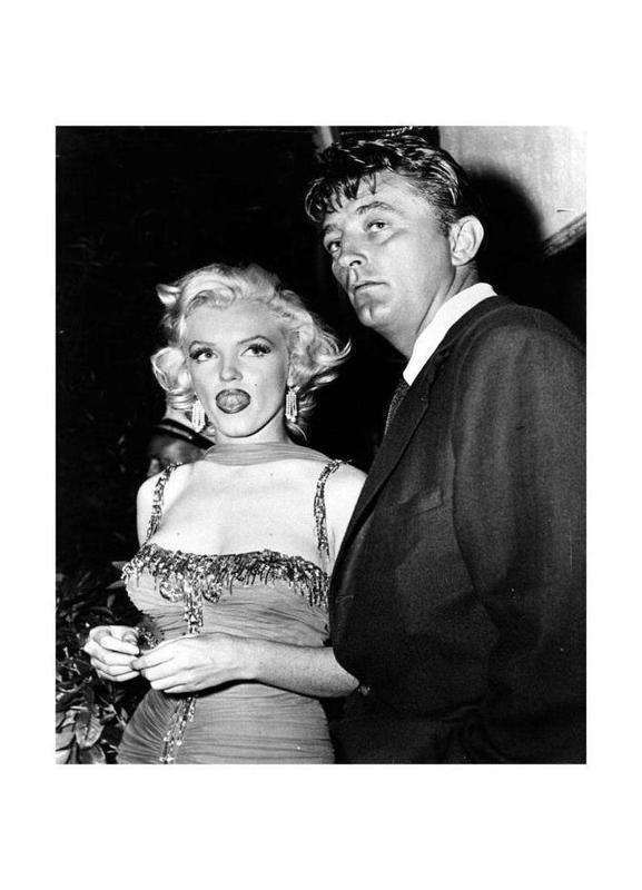Marilyn Monroe and Robert Mitchum, 1953 Canvas Print
