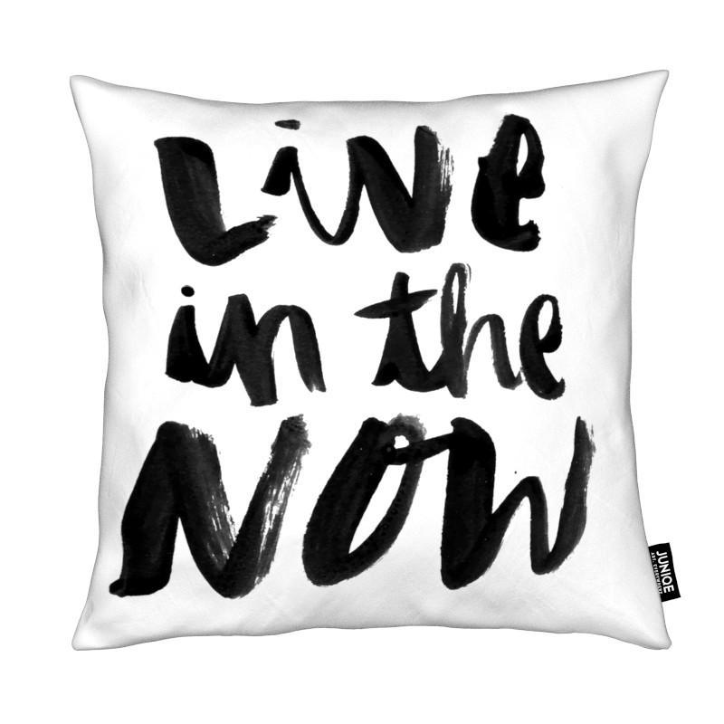 Noir & blanc, Citations et slogans, Motivation, Live Now coussin