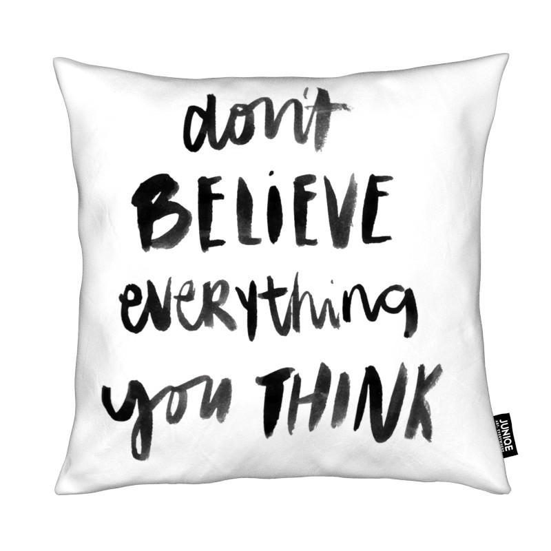 Noir & blanc, Citations et slogans, Dont Believe coussin