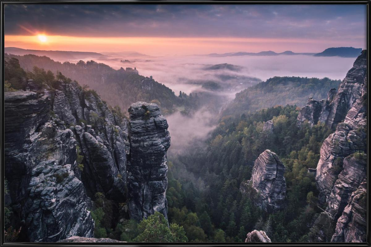 Sunrise on the Rocks -Bild mit Kunststoffrahmen