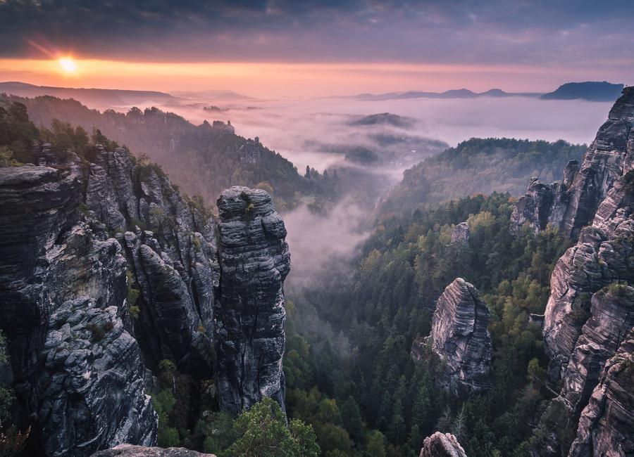 Sunrise on the Rocks -Leinwandbild