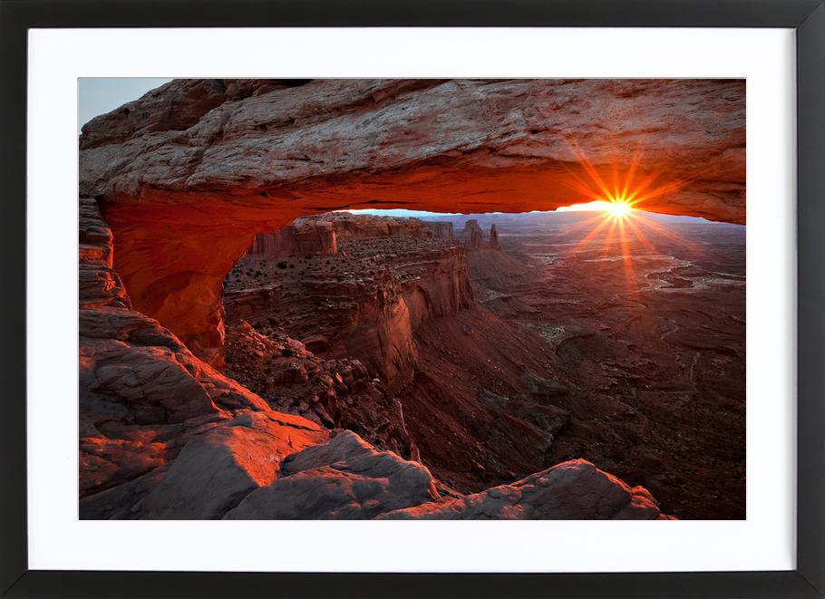 Mesa Arch Sunrise - BarbaraRead affiche sous cadre en bois