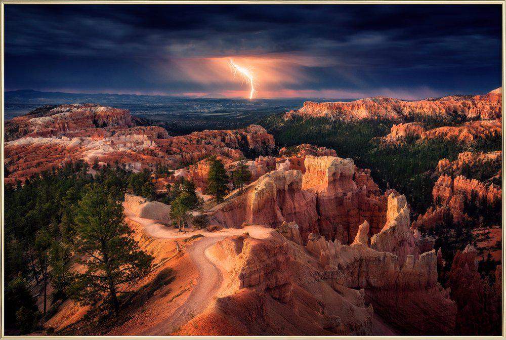 Lightning over Bryce Canyon - Stefan Mitterwallner affiche sous cadre en aluminium