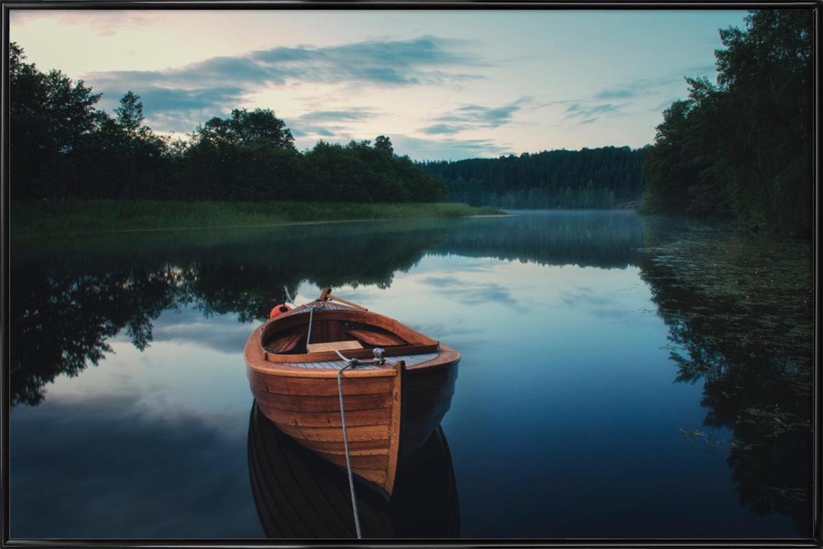 Boat in Fog - Christian Lindsten -Bild mit Kunststoffrahmen