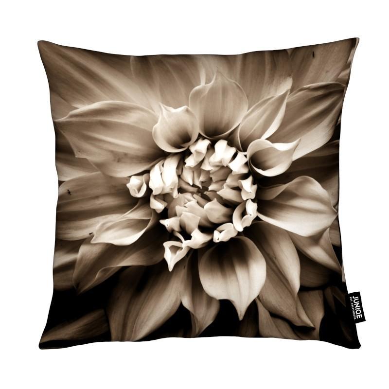 Black & White, Flower III