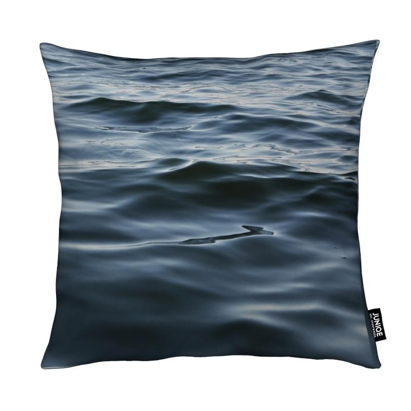 Feet In The Water coussin