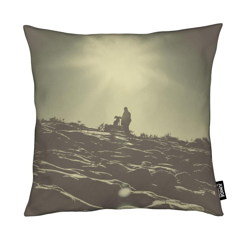 Chiens, Montagnes, The Man and The Dog coussin