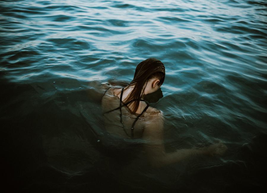 Drowning canvas doek