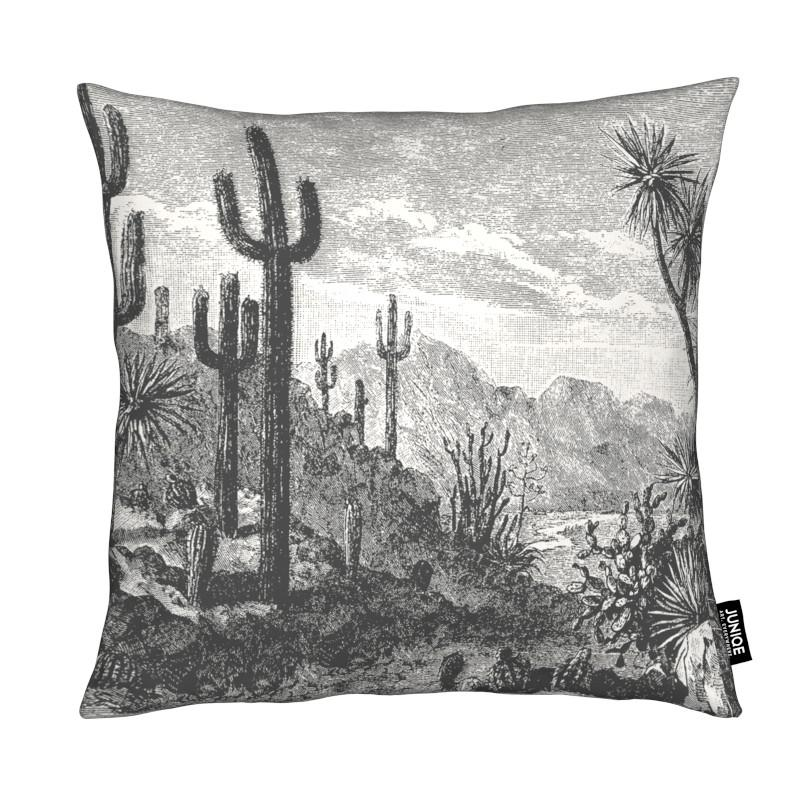 Cacti in Mountains coussin
