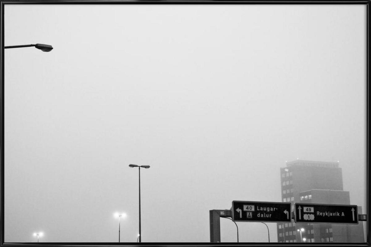 Reykjavík in the mist -Bild mit Kunststoffrahmen