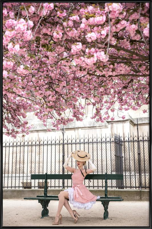 Lady at the Cherry Blossom -Bild mit Kunststoffrahmen
