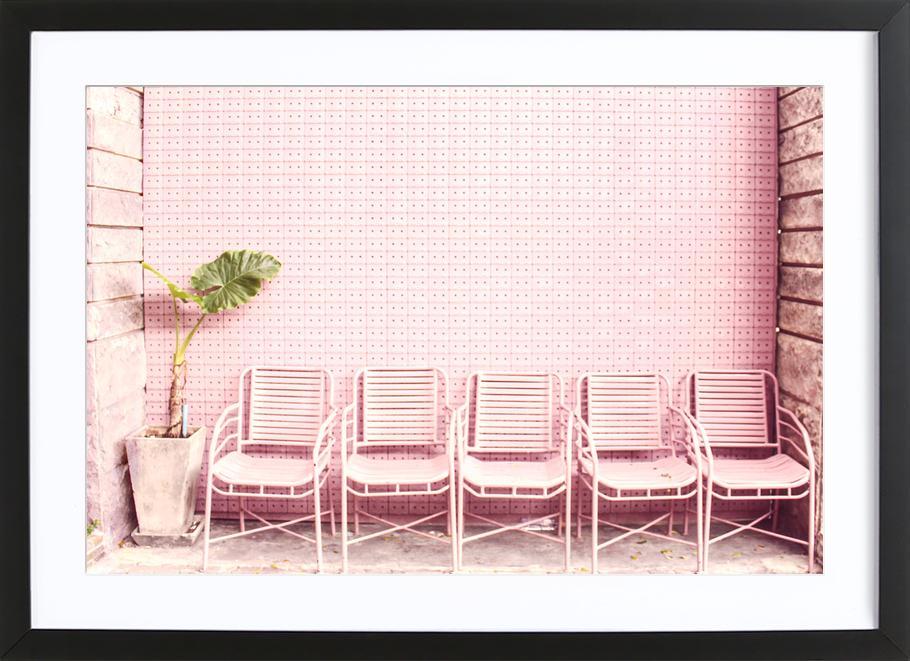 Wait and Sit by @OeyYimYim affiche sous cadre en bois