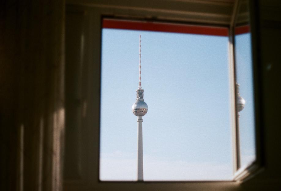 Living in Berlin Aluminium Print